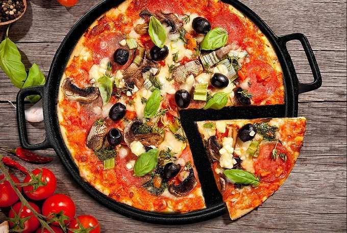 How to Buy the Best Pizza Pan