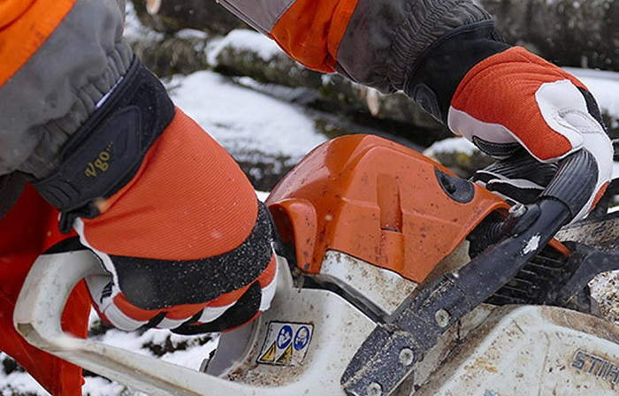 How to Buy the Best Chainsaw Gloves