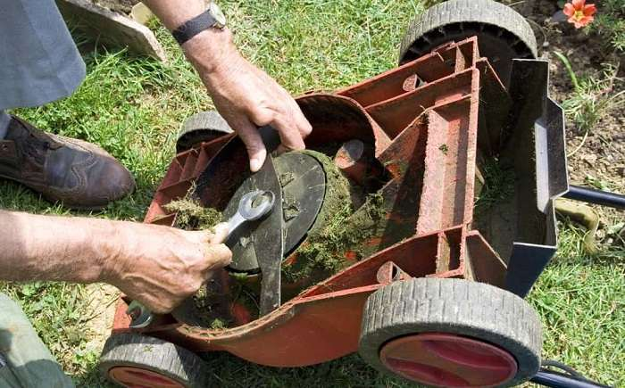 How to Buy the Best Lawn Mower Blade