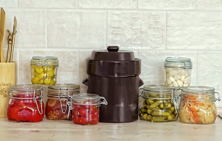 How to Buy the Best Fermenting Crock