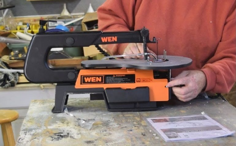 How to Buy the Best Scroll Saw