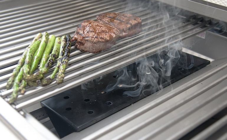 How to Buy the Best Smoker Box for Gas Grill