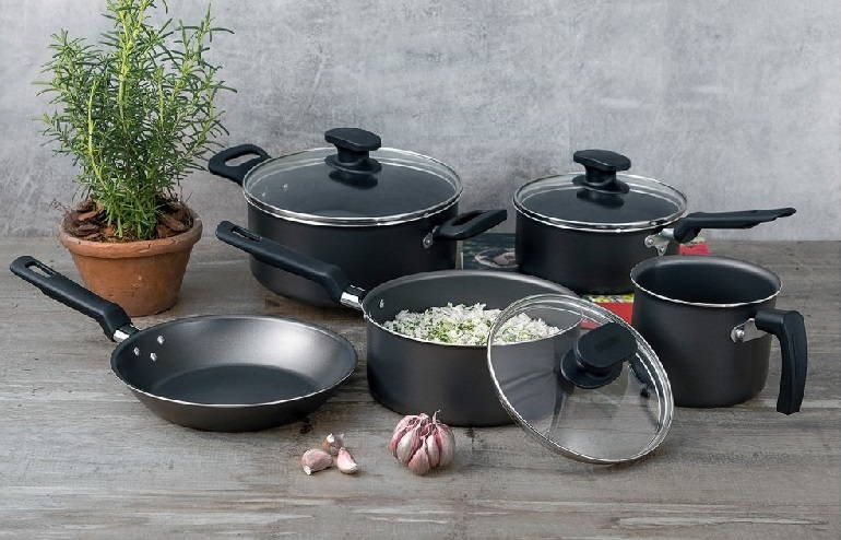 Does Aluminum Leach into Food from Cookware