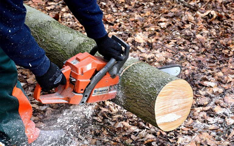 How do I Measure the Size of a Chainsaw