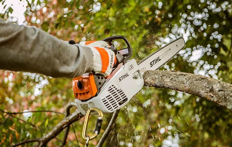 How to Make a Chainsaw Blade Run in the Right Direction